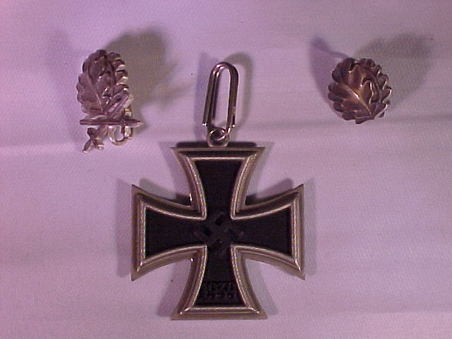 OTTO SCHICKLE KNIGHTS CROSS OF THE IRON CROSS COMPLETE WITH OAK LEAVES, OAK LEAVES AND SWORDS.